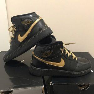 Air Jordan 1 metallic gold & black patent leather